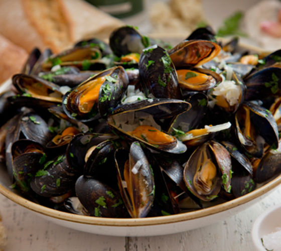 Steamed mussels white wine recipe